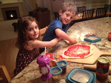 kids cooking pizza resized 600